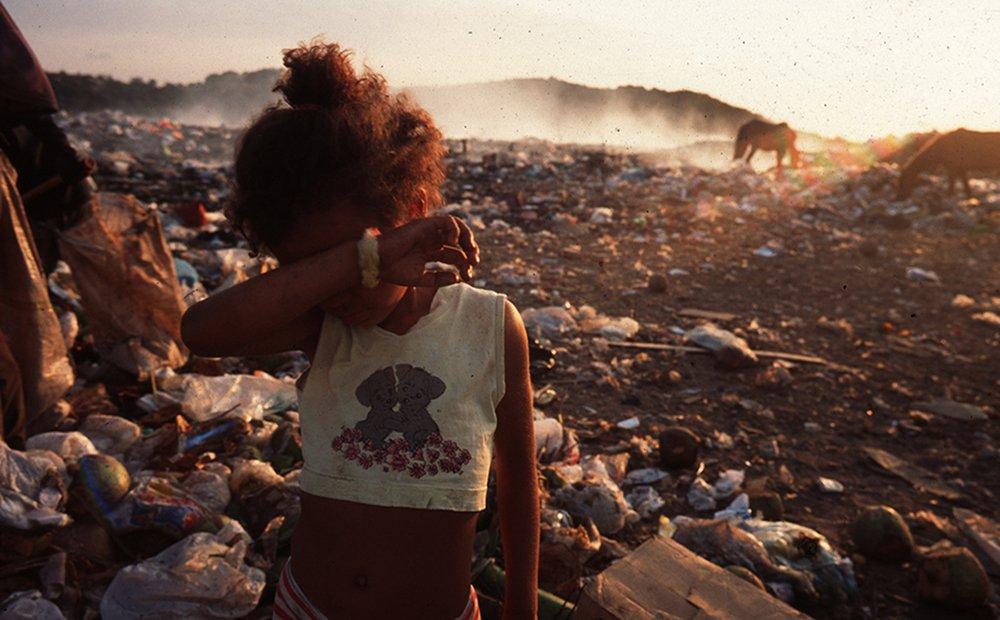 A cena é do Rio Grande do Norte, mas crianças trabalhando em lixões é uma realidade no país. (Foto: João Roberto Ripper)